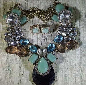 Jewelry - Bib Neclace with earrings